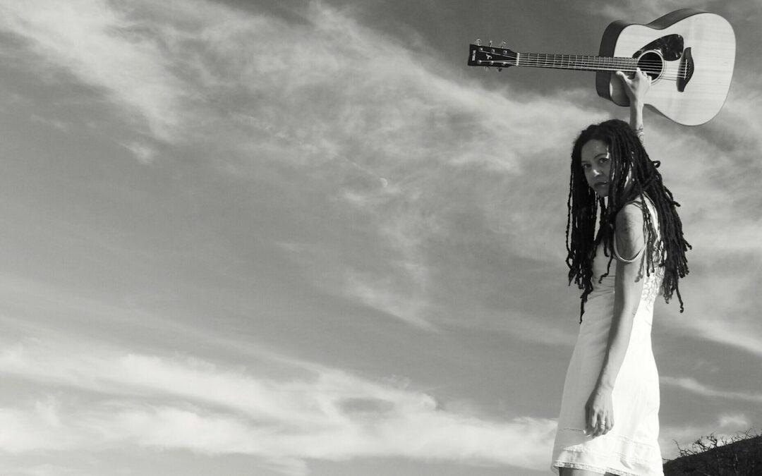 Amor vs Miedo? La músico Licity Collins sobre energías primarias y honestidad personal